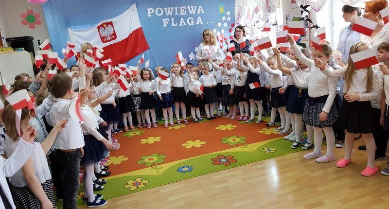 Dzień Flagi Państwowej Szkoła Podstawowa W Pierzchnicy
